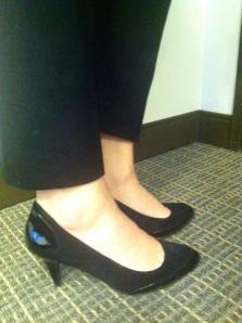 Victoria's a Shoe a Day: Slim Cropped Pants & Black Pumps